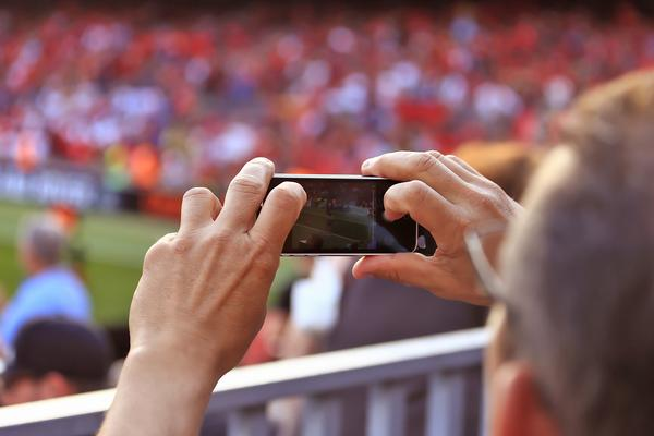 Teams must embrace technology in order to keep their fans' attention / © shutterstock/Eo naya