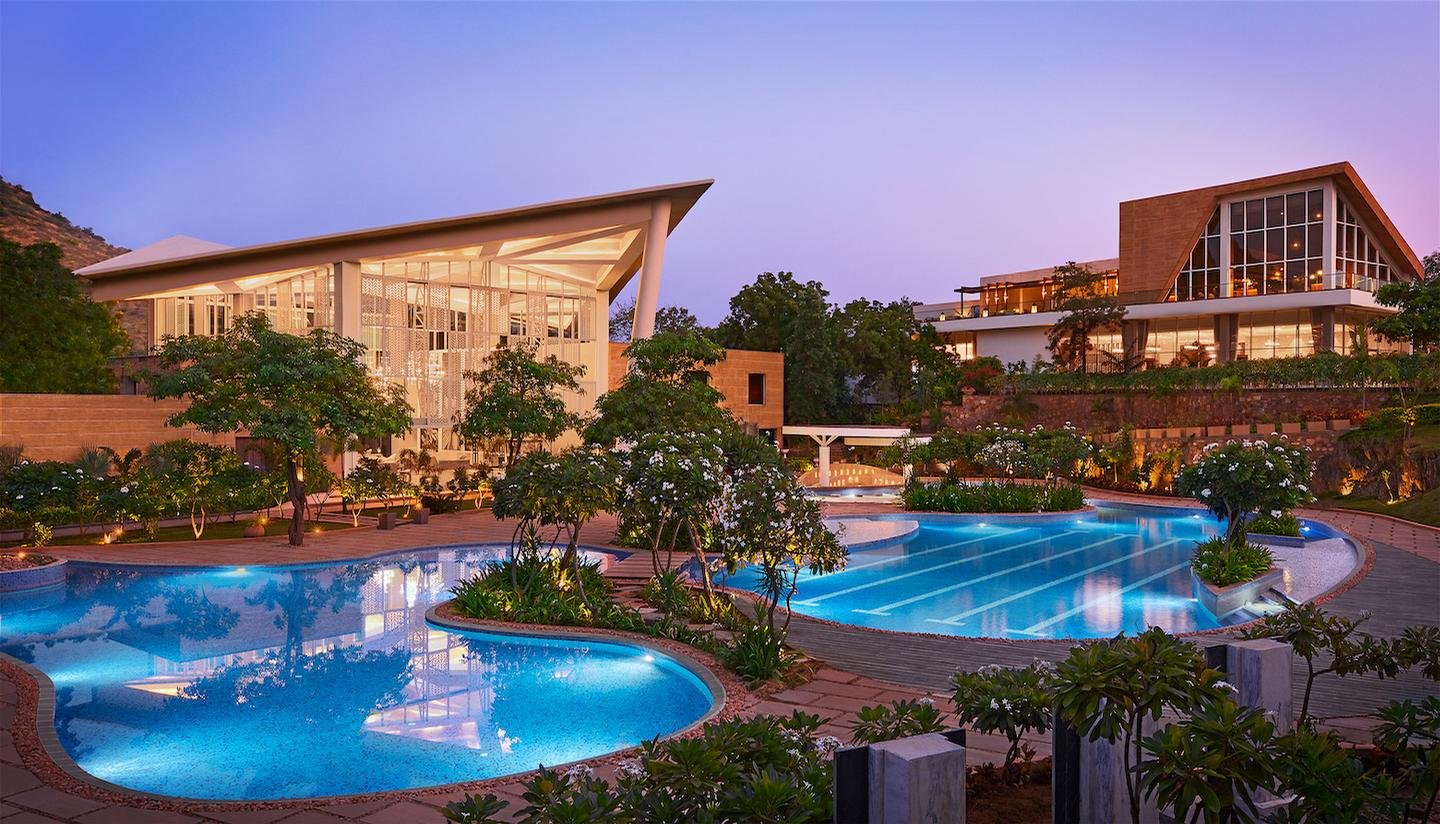 The Taj Aravali Resort & Spa features a contemporary design ethos with a mix of traditional Rajasthani influences and furnishings