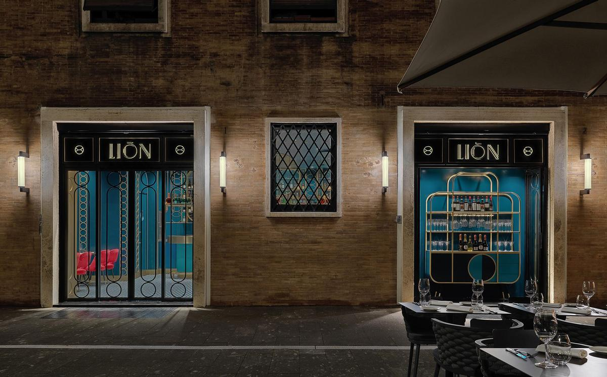 The restaurant features metallic, Art Deco-esque lettering. / Image by Matteo Piazza