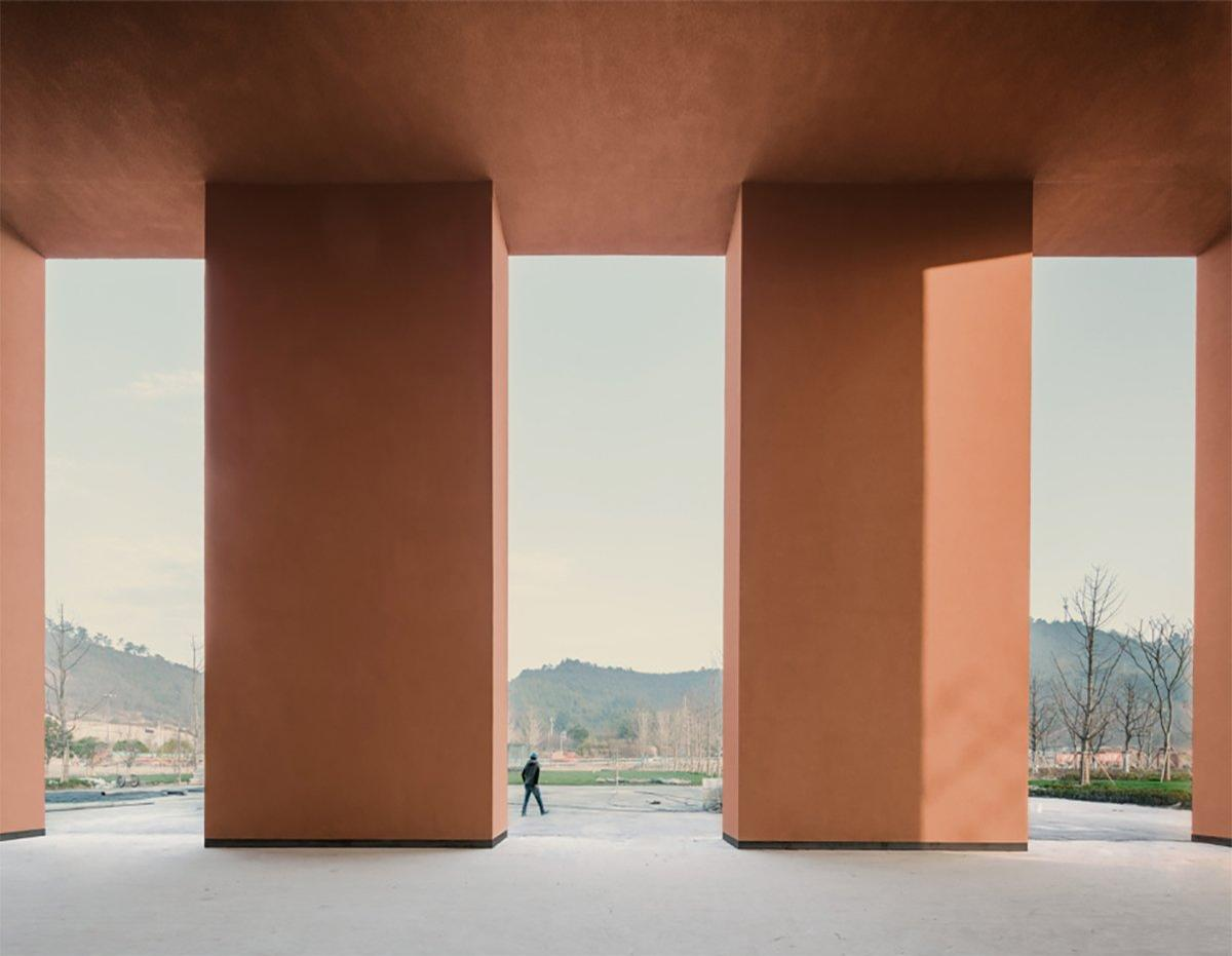 Built into a sloping hillside, the new building is made up of several exhibition halls and galleries that are connected by a loggia on an interior courtyard. / Courtesy of David Chipperfield Architects