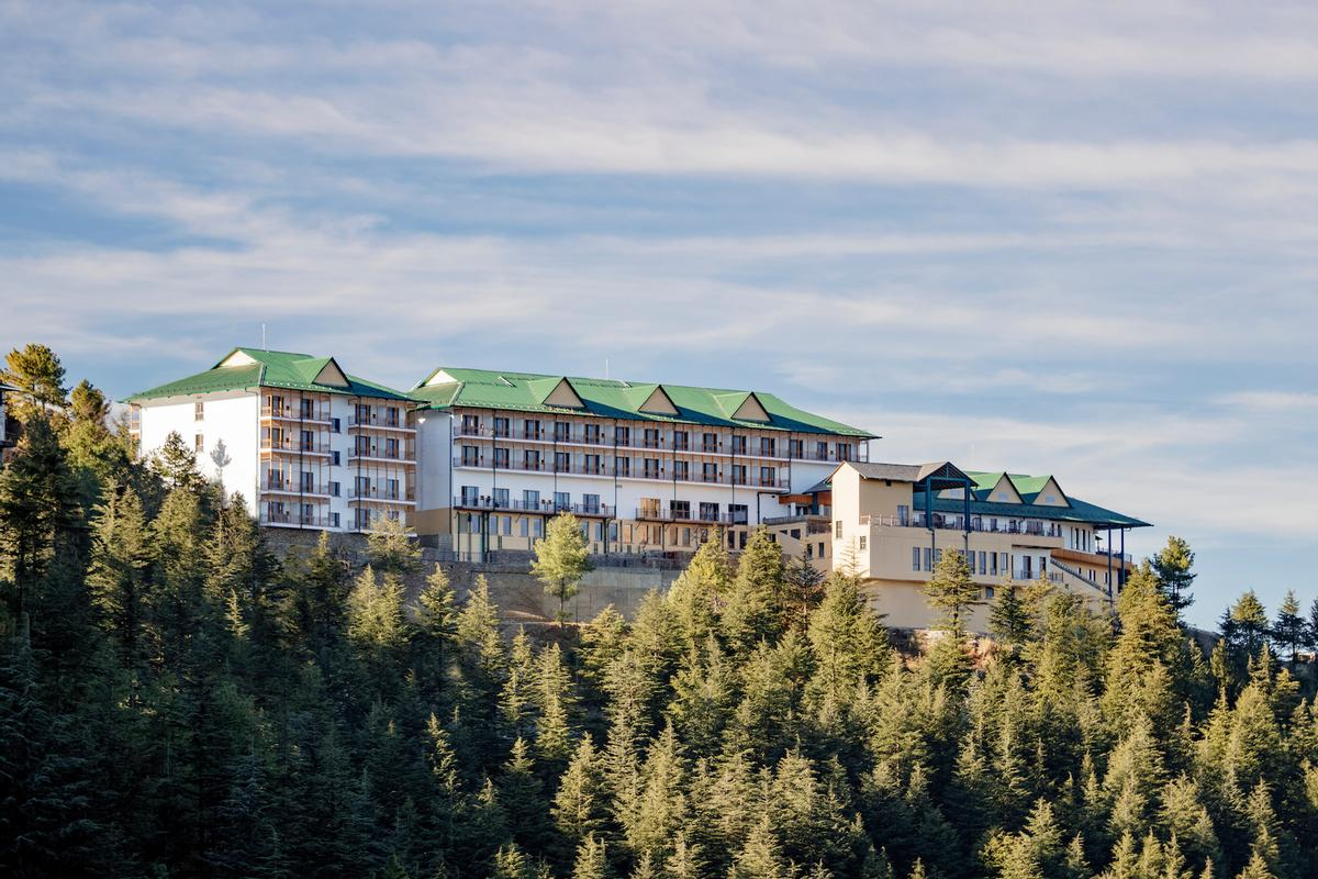 Surrounded by the Deodar forest, with pathways through apple orchards and terraced gardens, the resort includes 99 bedrooms