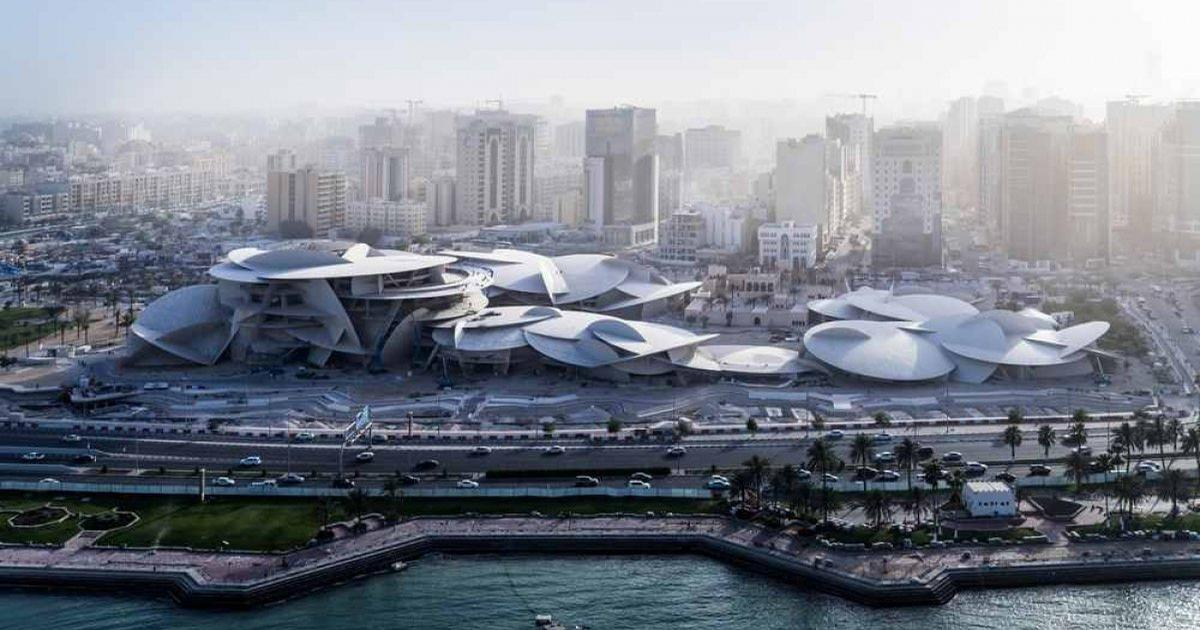 The 52,000 sq m (559,723sq ft) structure is located on Doha's waterfront and its entrance sits behind 114 fountain sculptures in a 900-metre-long lagoon. / Image by Iwan Baan
