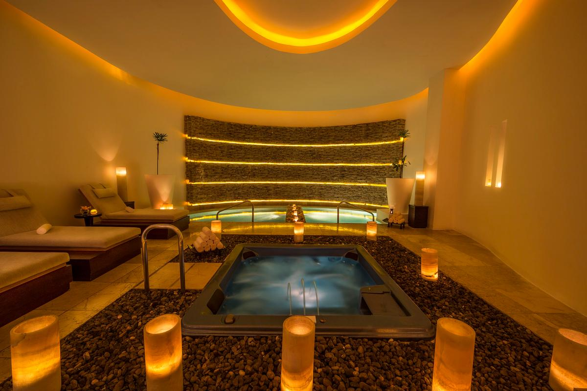 The Blanc Spa includes 19 treatment rooms, an extensive hydrotherapy area, hot and cold plunge pools, sauna, herbal steam room, chromotherapy, sauna therapy and relaxation lounge