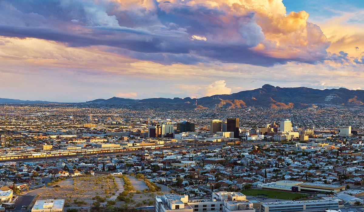 El Paso in Texas is located in the Chihuahuan desert on the US-Mexico border / Shutterstock
