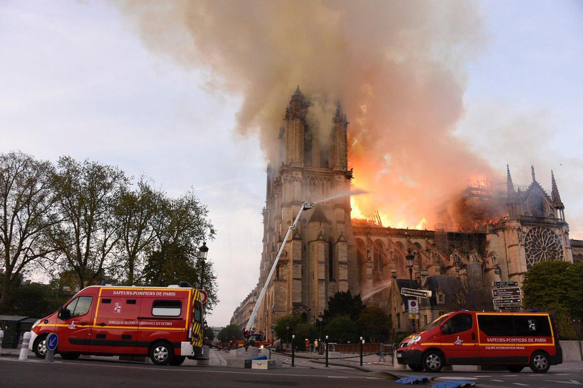 The 850-year-old Gothic building caught fire on Monday (15 April) and its spire and roof were badly damaged as a result / Twitter.com/Ministère de l'Intérieur