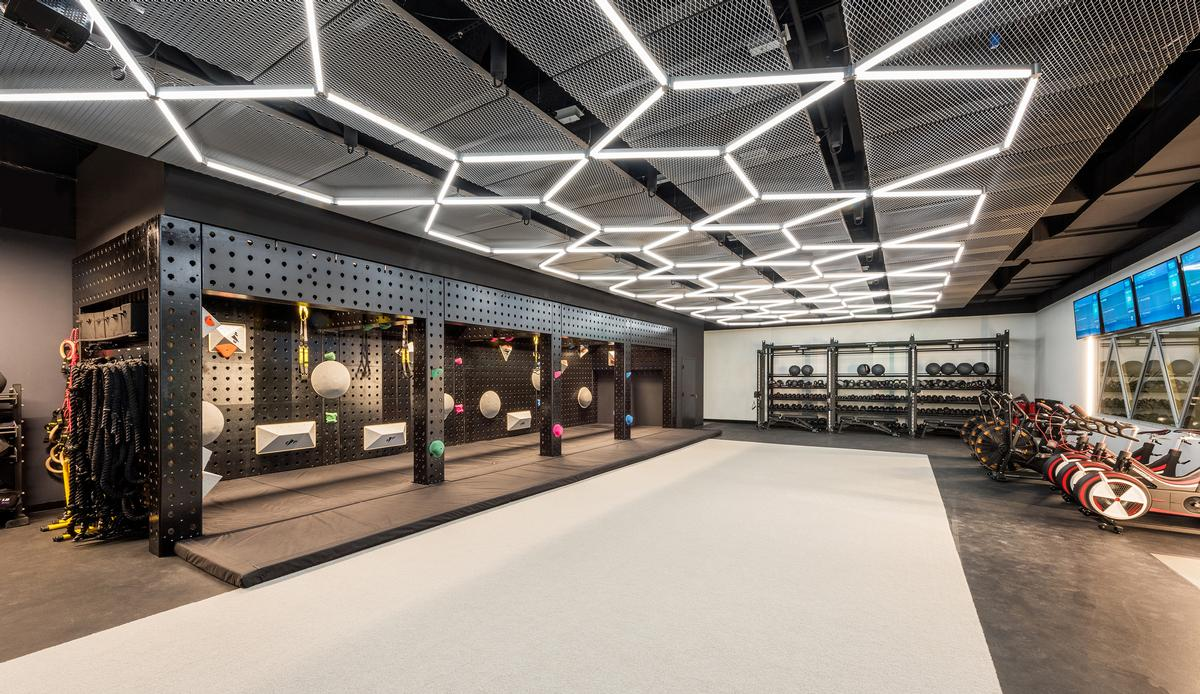 The 771 sq m space invites gym-goers to partake in a 'digitally advanced spa-style experience'. / Courtesy of Arrowstreet