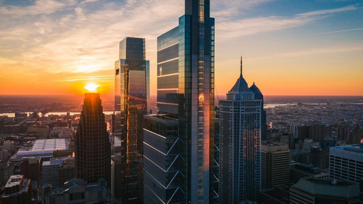Located atop the 1,121ft (342m) Comcast Technology Center in Philadelphia's downtown, Four Seasons Hotel Philadelphia at Comcast Center offers views from the 48th to 56th floors