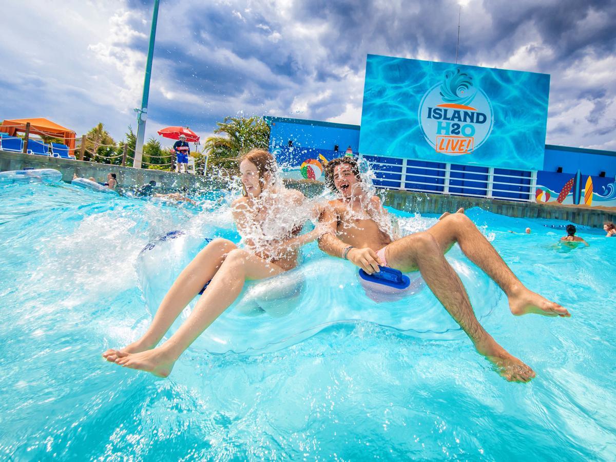 Island H2O Live! uses ADG's Wavetek technology