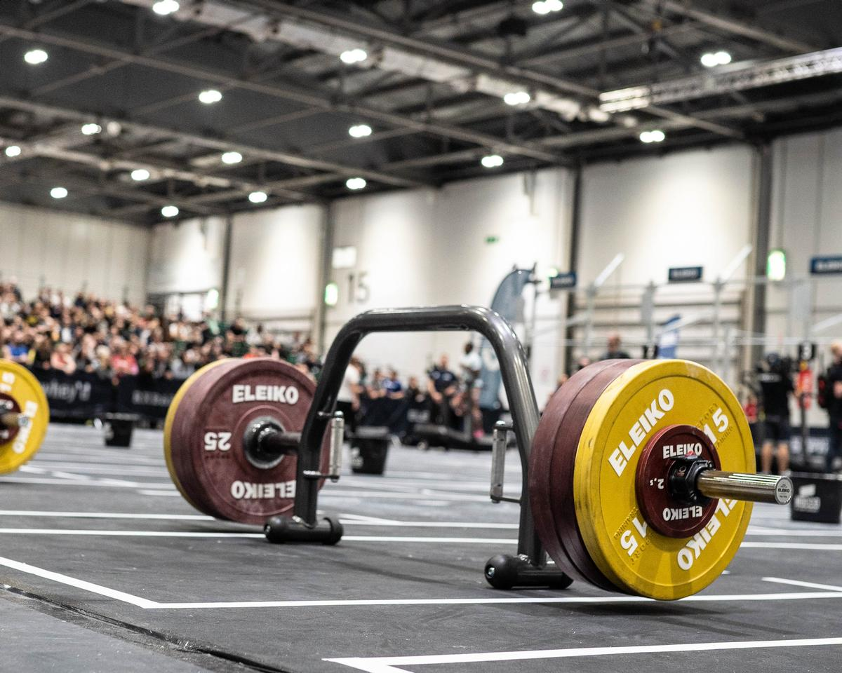 The Öppen Deadlift Bar is a multi-use space-saving solution that is designed to make deadlifting accessible to everyone