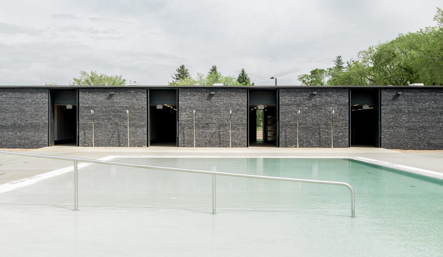 Borden Park has a main swimming pool for adults and this one for kids / gh3 architecture