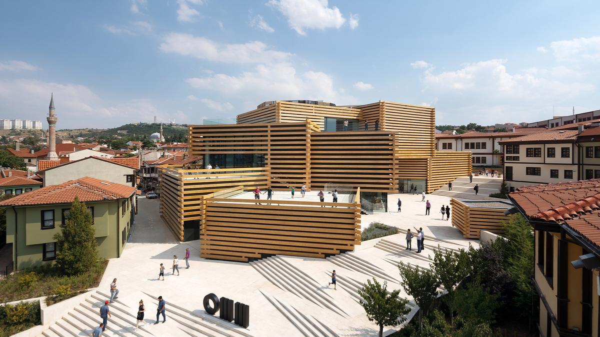 Kengo Kuma's Odunpazari Modern Museum is designed to complement the surrounding Ottoman housing / NAARO