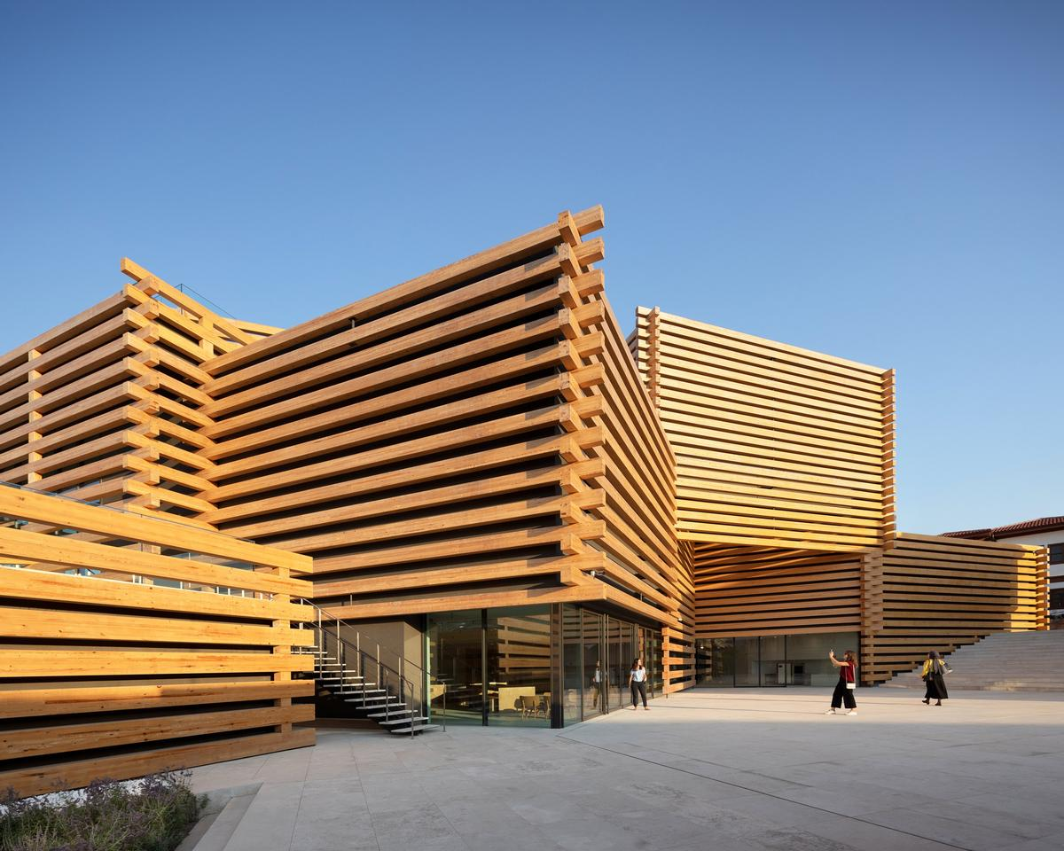 The building blocks are clad in stacked timber beams / NAARO
