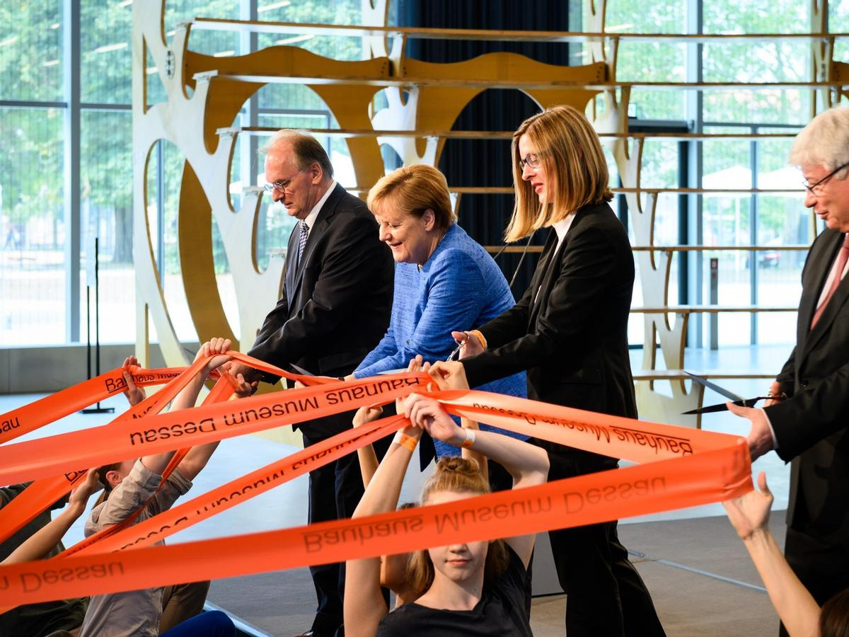 Chancellor Merkel helped to formally open the Bauhaus Museum Dessau / Stiftung Bauhaus Dessau