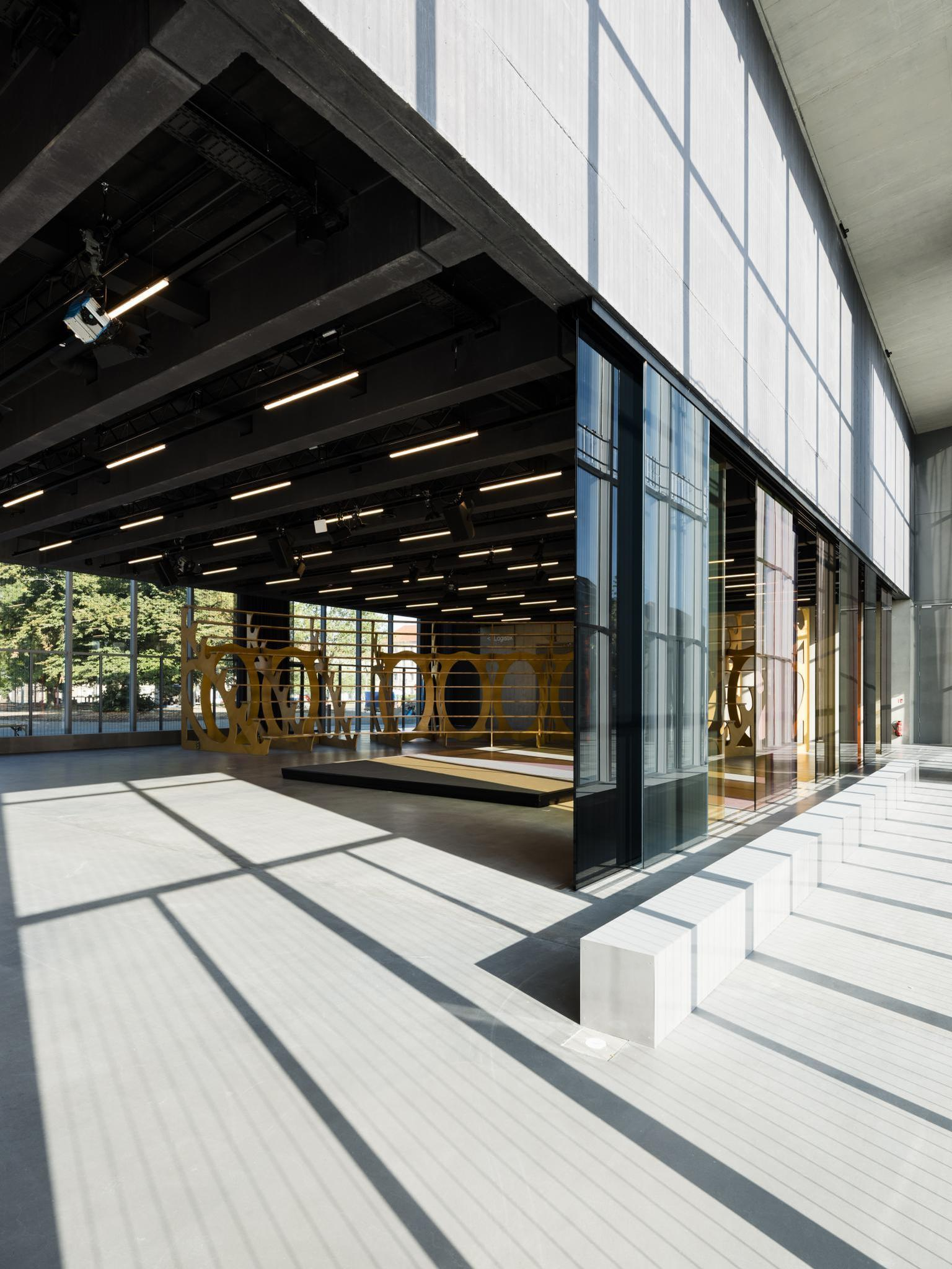 The ground floor <i>Open Stage</i> is a flexible multipurpose space, with room for temporary exhibitions / Stiftung Bauhaus Dessau / Thomas Meyer / Ostkreuz, 2019