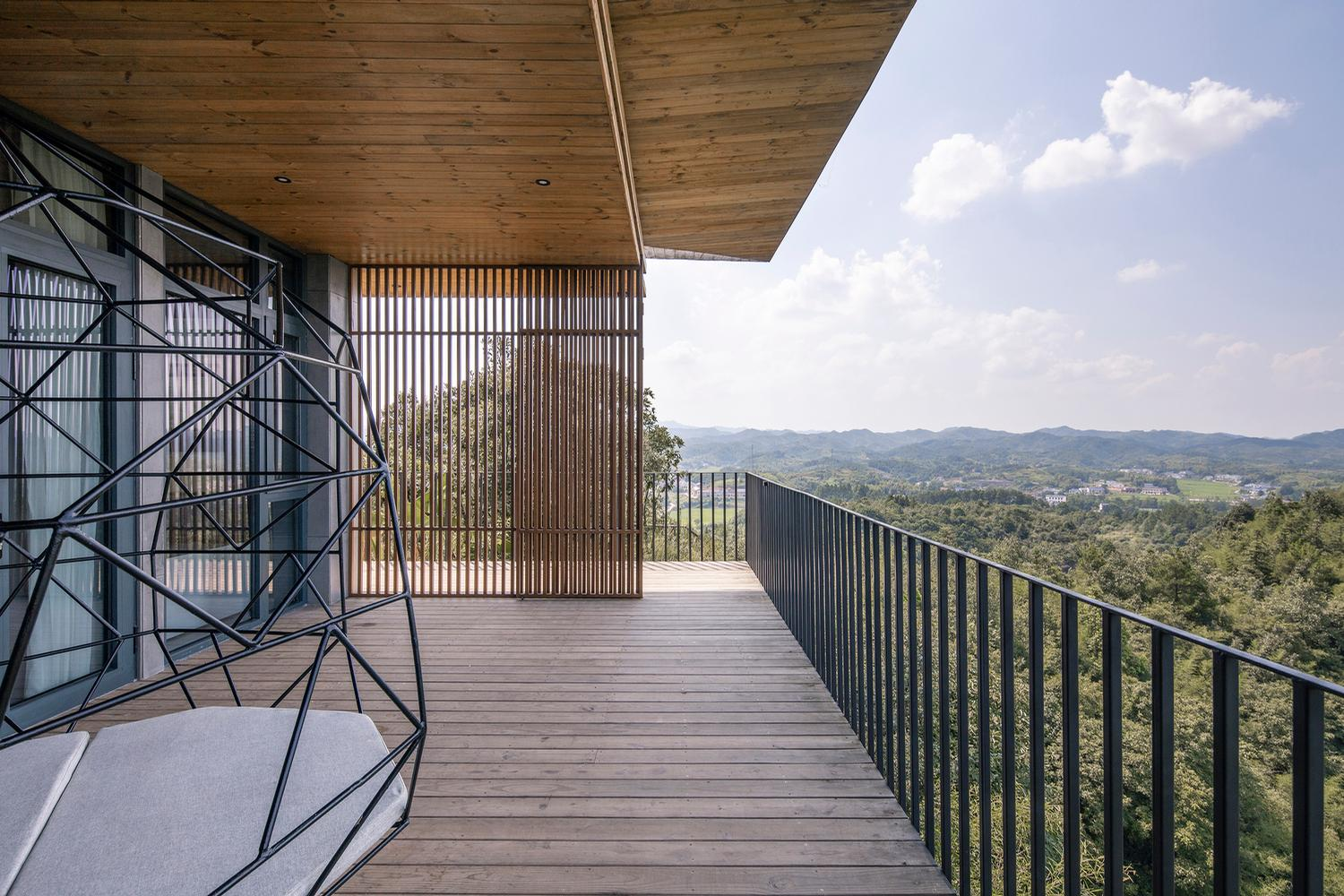 Guests at the Dinghui have views across the mountainous bamboo forest surroundings / Jin Weiqi