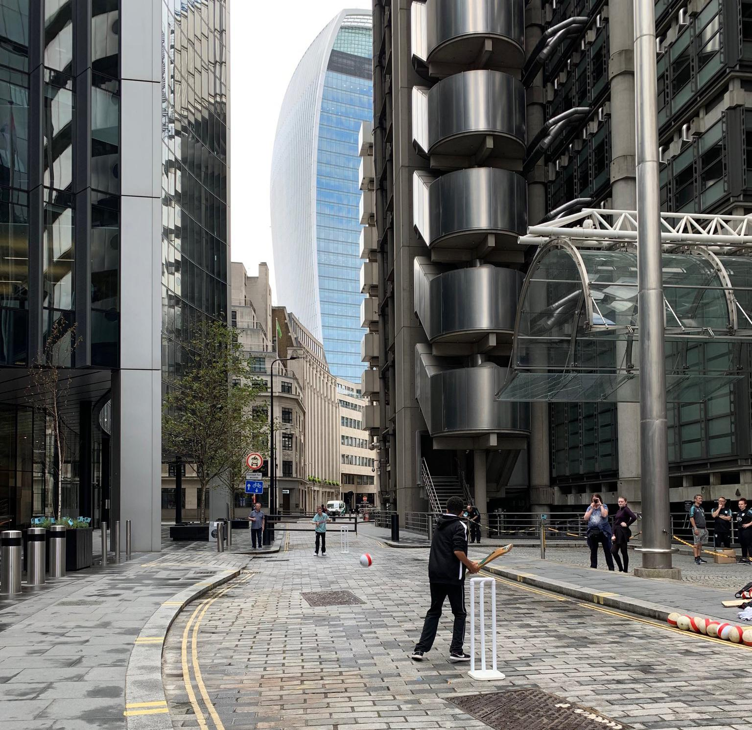 Children took the opportunity to play street cricket in the shadow of the 20 Fenchurch Street 'Walkie-Talkie' skyscraper / Twitter: @martinsymcox