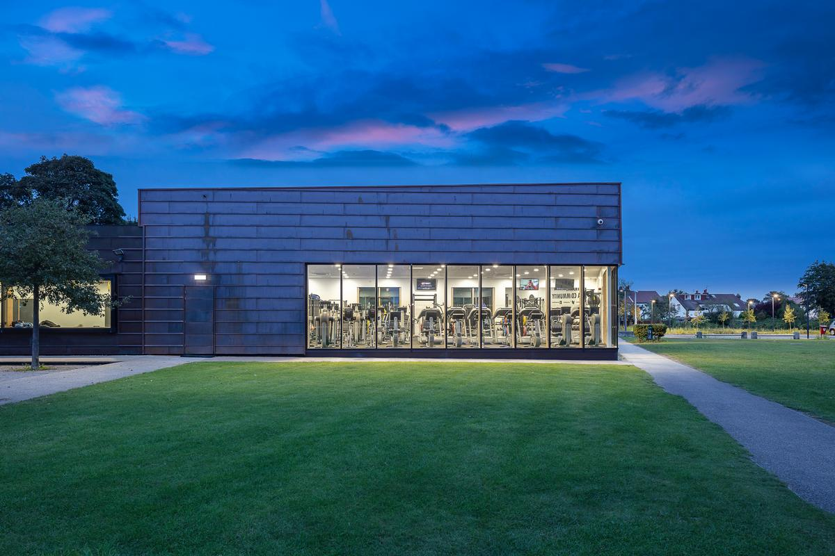Pozzoni Architecture adds multipurpose immersive blackout studio to Formby Pool