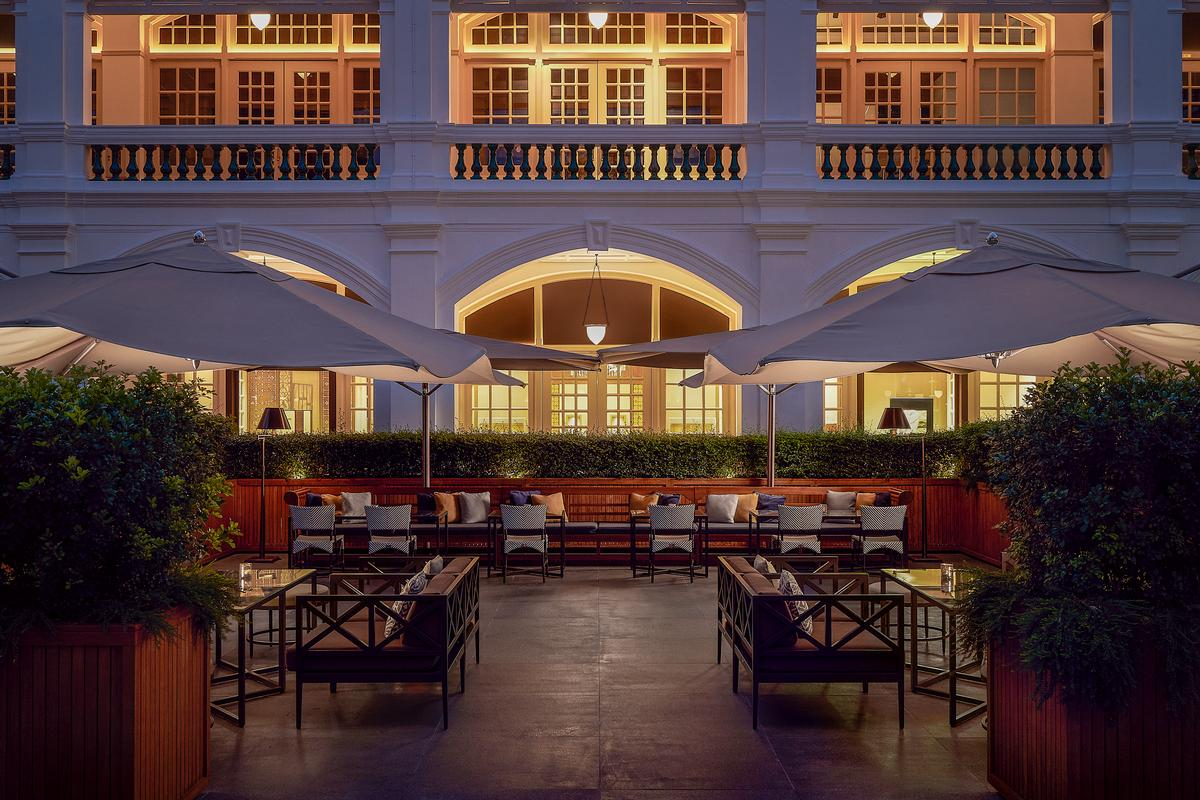The courtyard seating area at Raffles Singapore / Accor