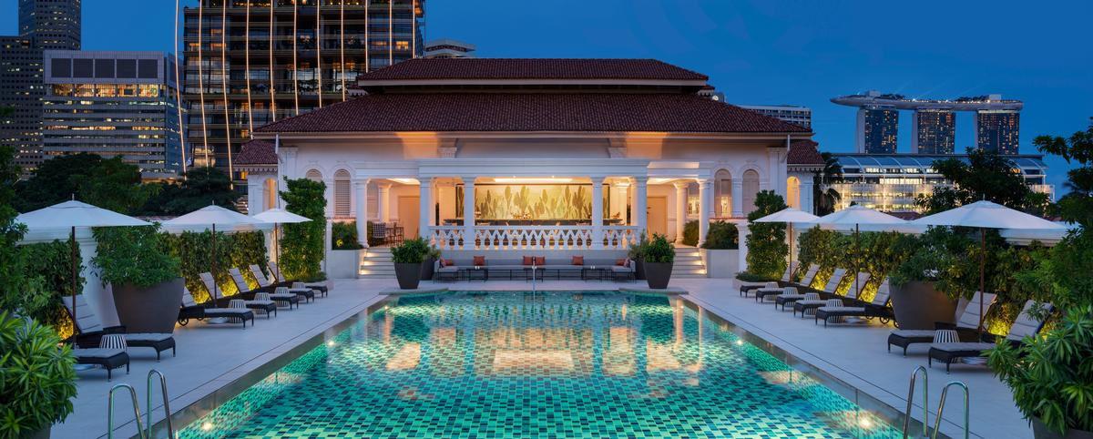 The swimming pool at Raffles Singapore / Accor