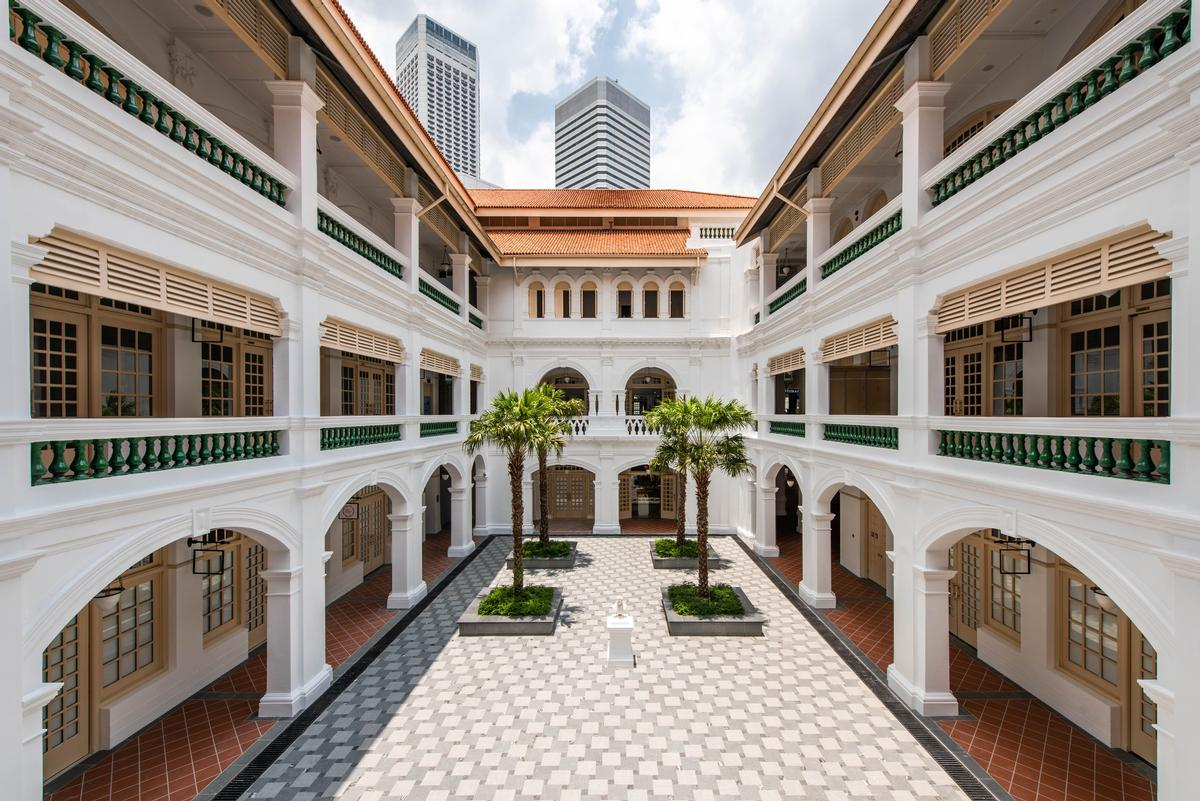 The courtyard at Raffles Singapore / Accor