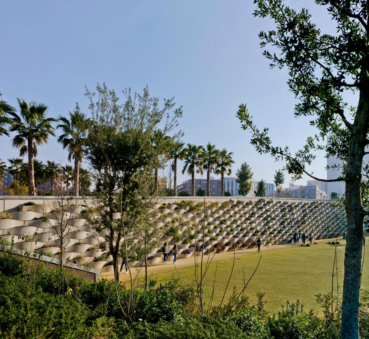 València Parque Central by Gustafson Porter+ Bowman / València Parque Central Alta Velocidad 2003 S.A.
