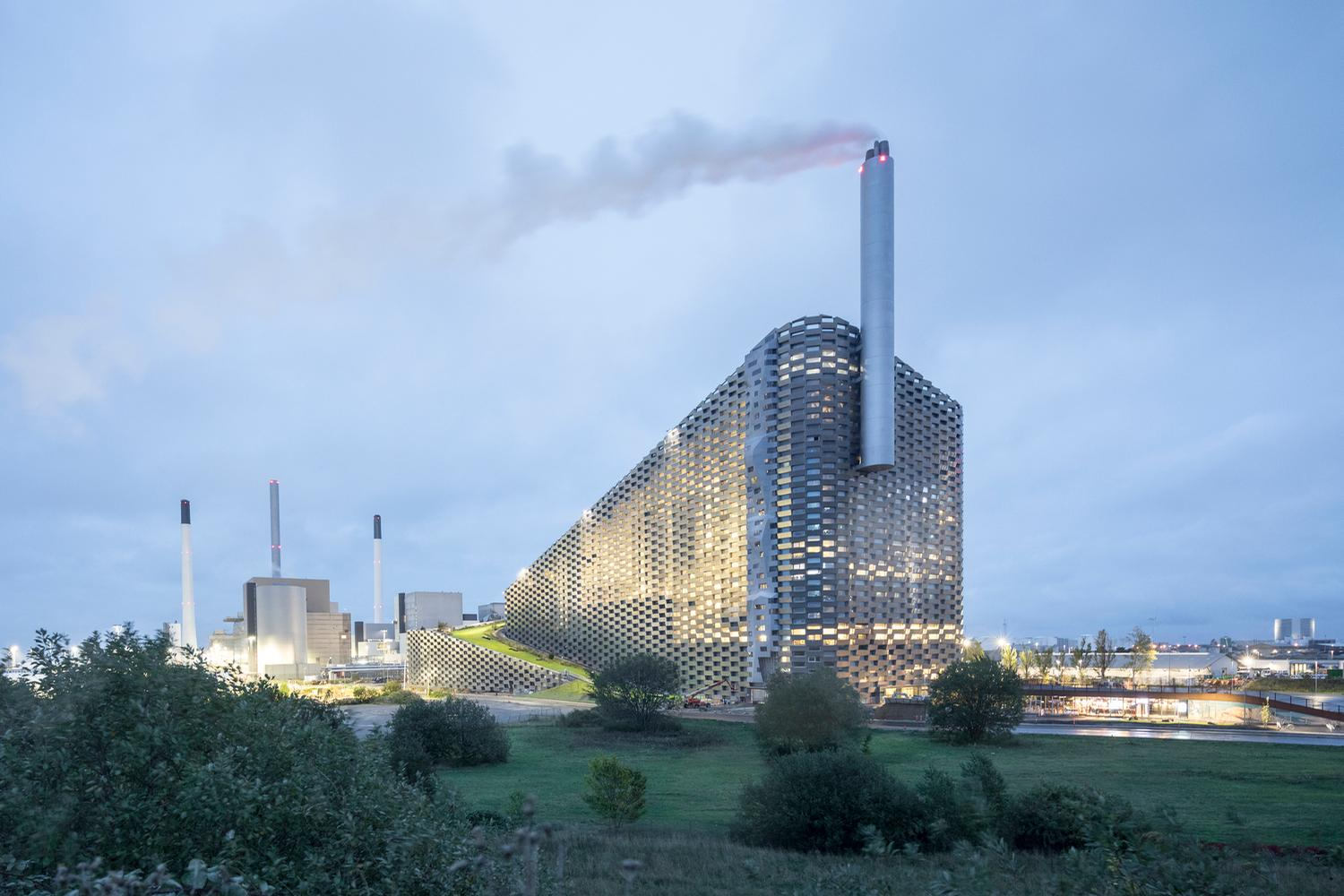 It is said to be the cleanest waste-to-power plant in the world / Laurian Ghinitoiu