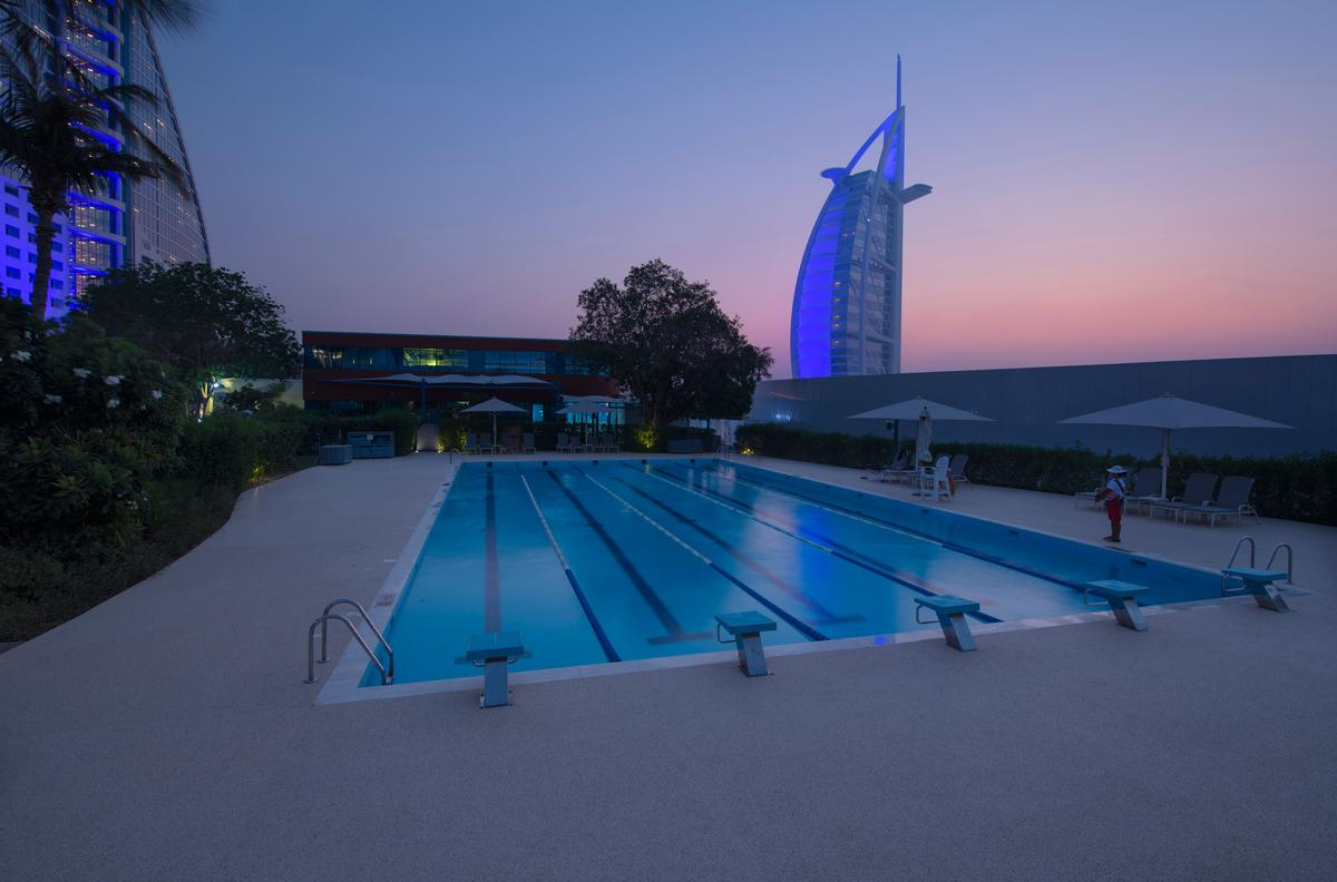 Members have access to a 15sq m outdoor gym, tennis courts, squash courts, group exercise classes and a 25m lap pool.
