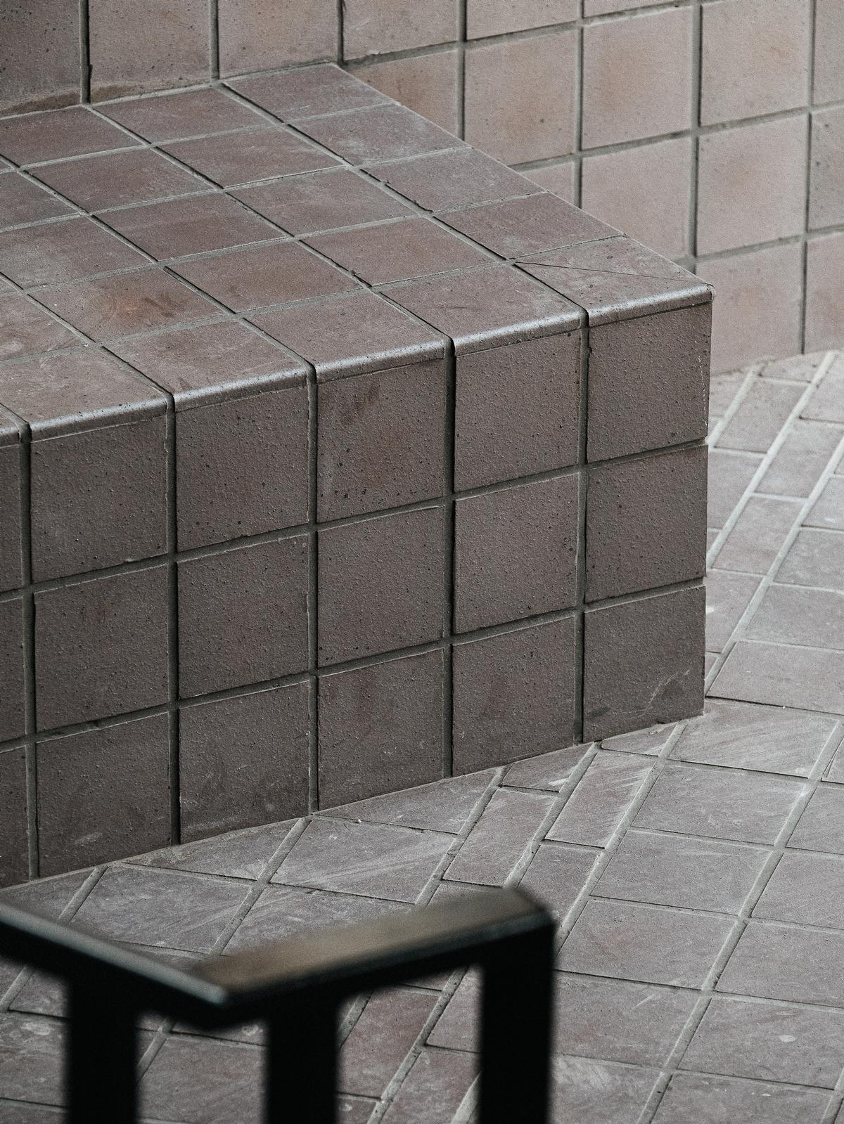 The floor is laid with quarry pavers / Cultureplex