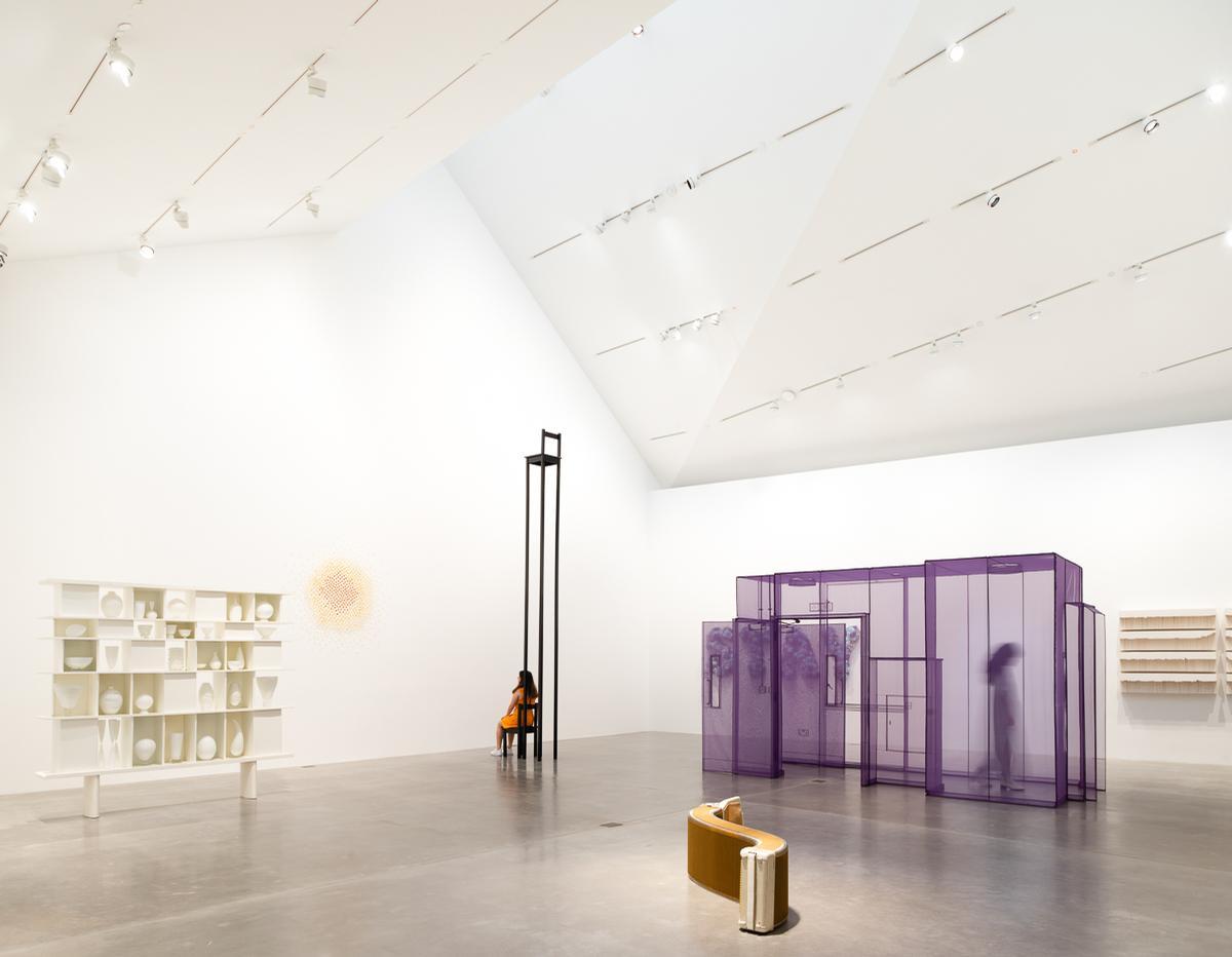 Natural light fills the gallery spaces inside / Mark Menjivar