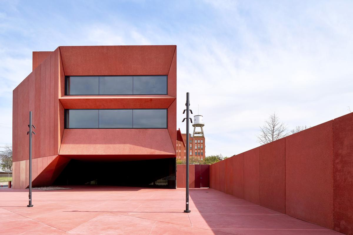 The upper section of the concrete walls are described as 'rough, sharp, and encrusted with varying shades of red glass' / Dror Baldinger