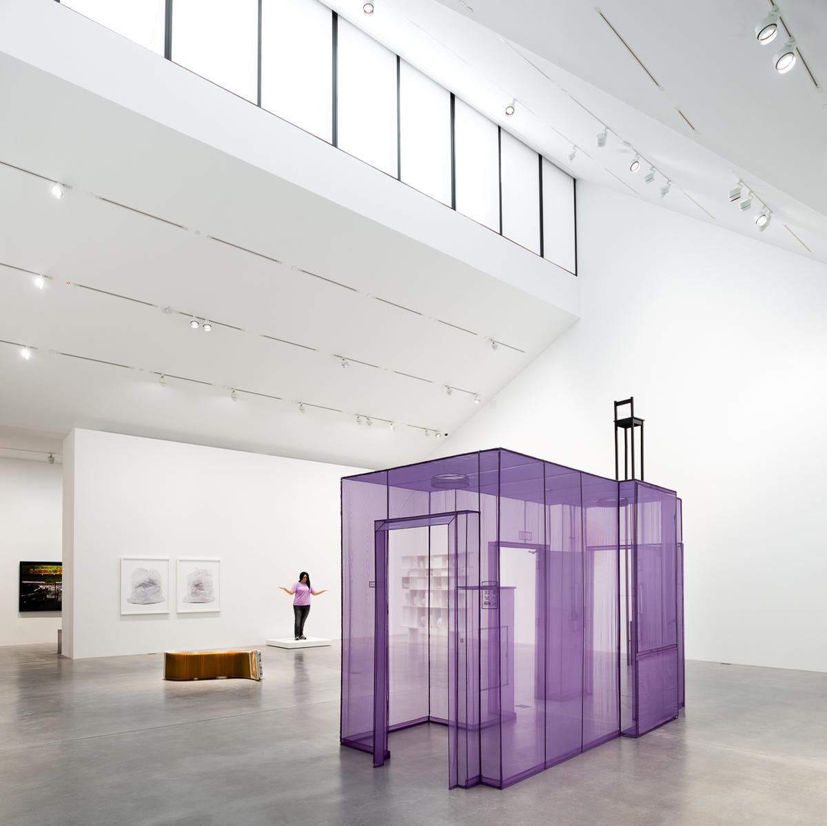 Visitors move round the gallery via an 'ambulatory loop' / Mark Menjivar