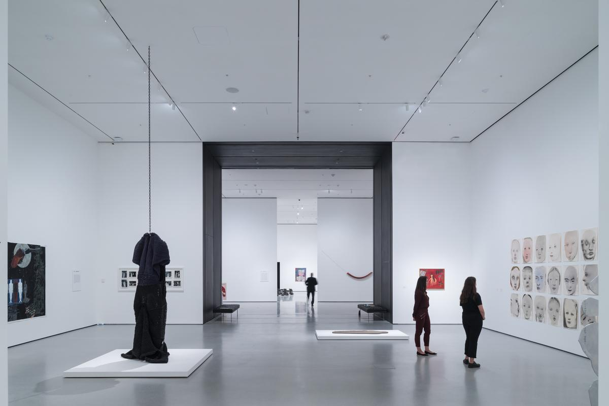 An installation view of David Geffen Wing gallery 206 / Iwan Baan