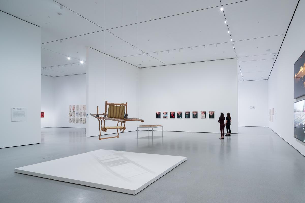 An installation view of David Geffen Wing gallery 207 / Iwan Baan