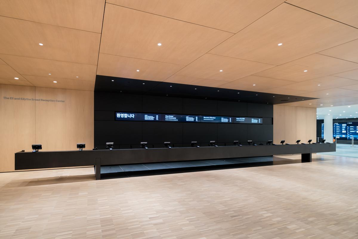 A view of the Eli and Edythe Broad Ticketing Platform / Iwan Baan
