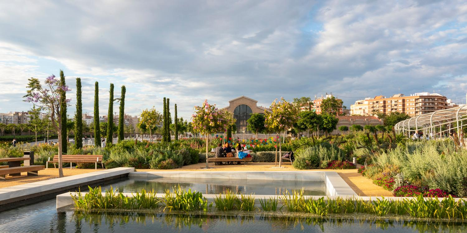 Areas include the Children's Garden, the Romantic Garden, the Flower Garden, the Orchard Garden and the Demetrio Ribes Arts Plaza / Richard Bloom