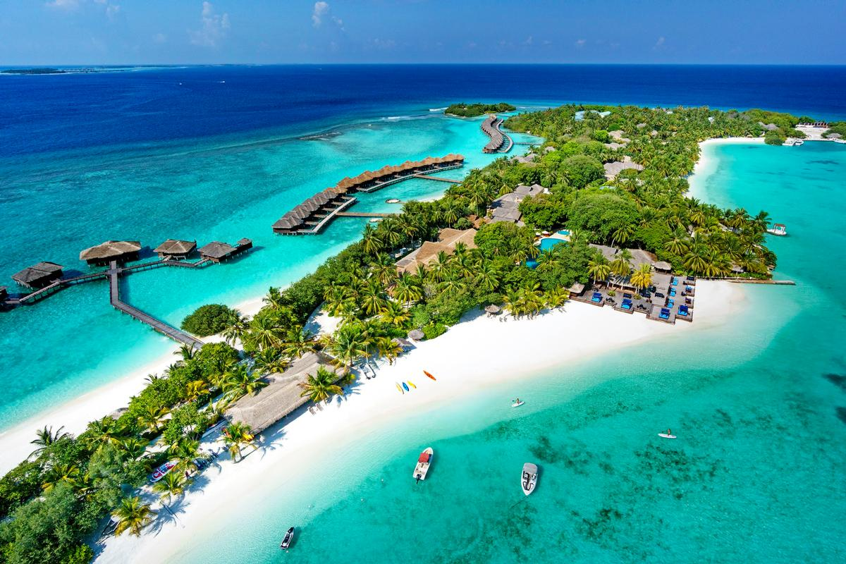 Sheraton Maldives Full Moon Resort & Spa is situated on the private island of Furanafushi in the Maldives