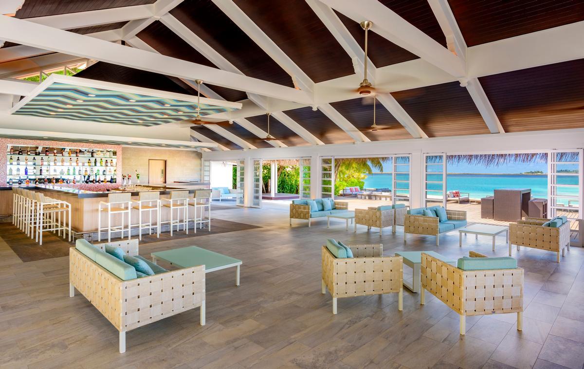 The main bar at the Sheraton Maldives resort