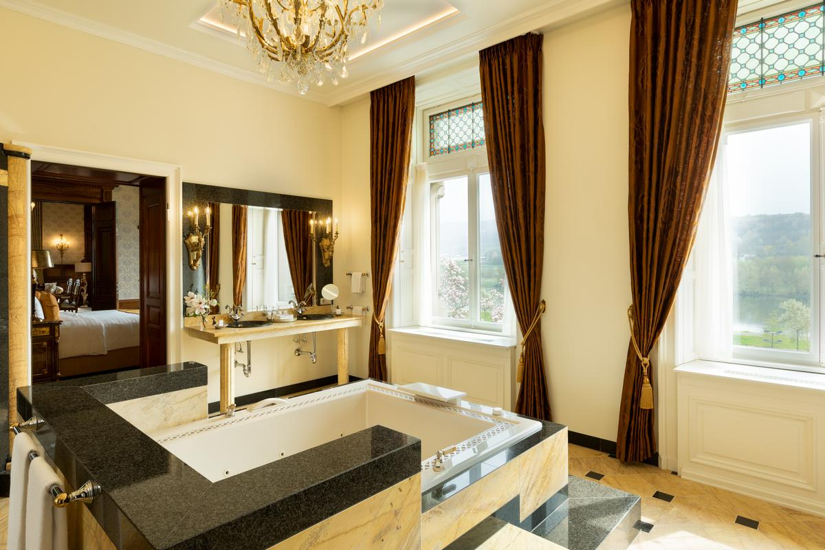 Rooms are furnished with antique furniture and ornate chandeliers / Filipe Wiens