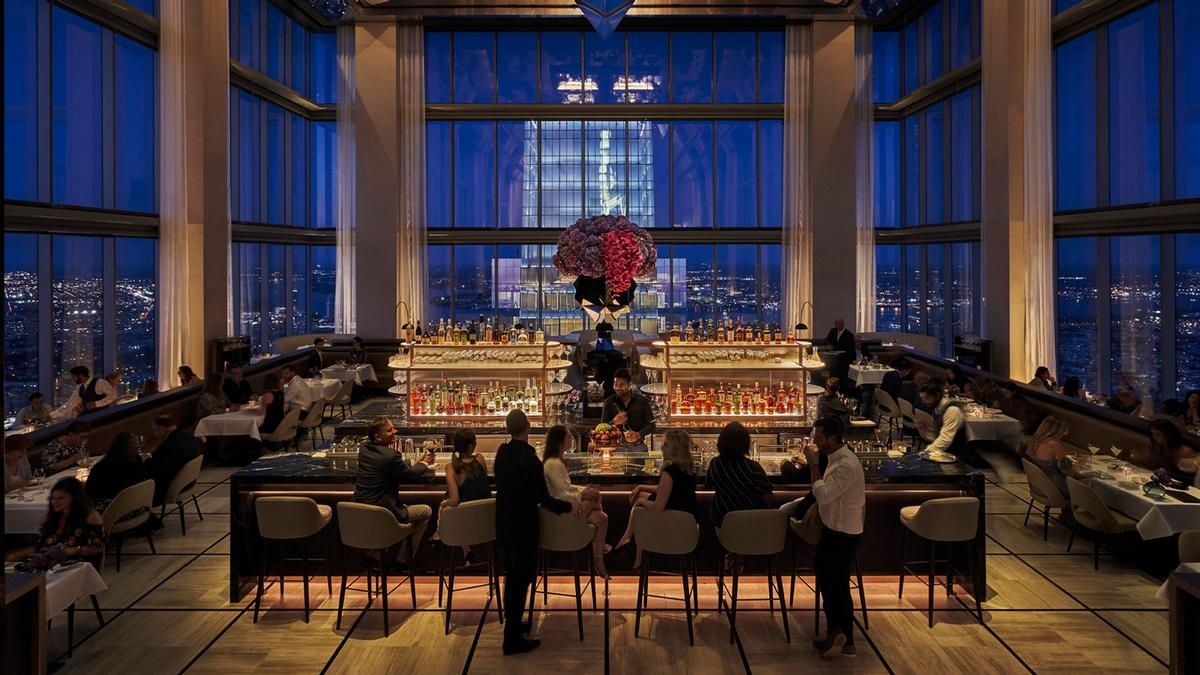 A cocktail bar on the 60th floor provides views of the city / Four Seasons