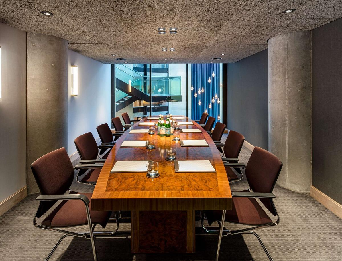 The hotel offers 22 meeting rooms, executive conference rooms and boardrooms / Radisson