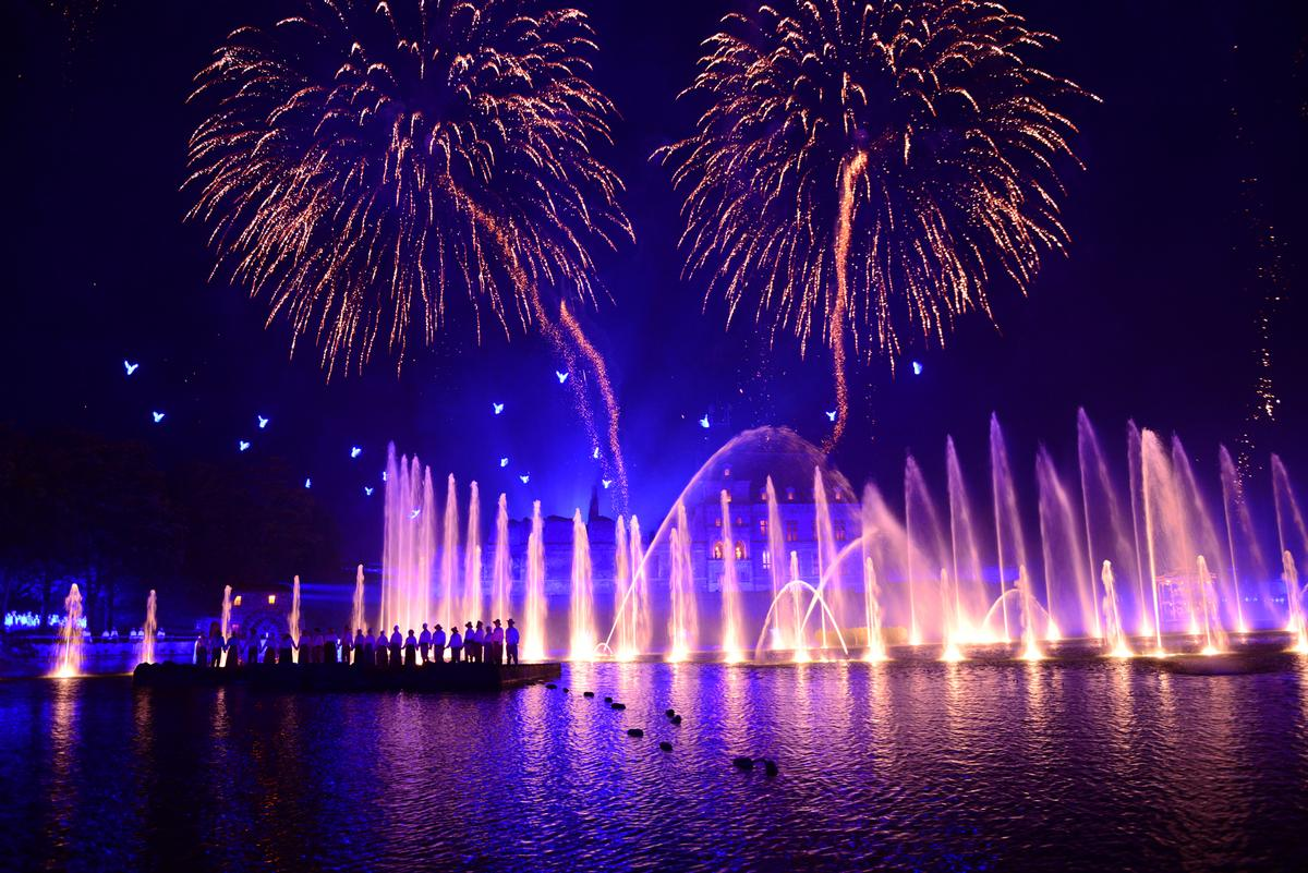 The night show is to be on the model of Puy du Fou's French and Spanish shows, such as Cinéscénie / Puy du Fou