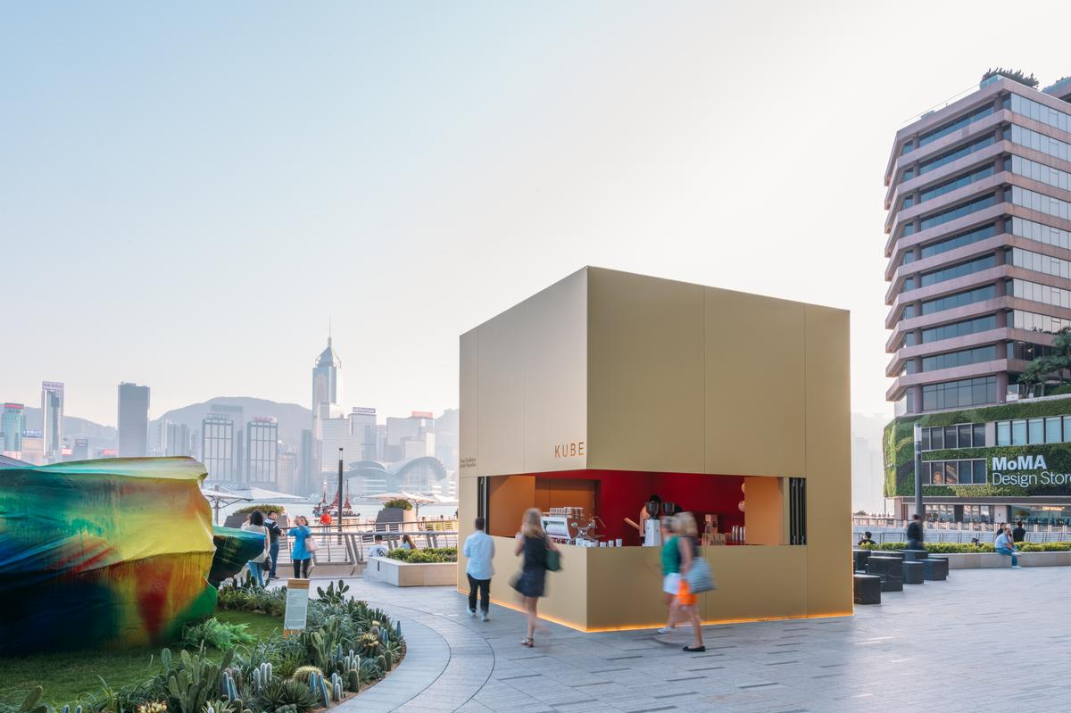 The anodised aluminium kiosk changes colours as the light changes / Kevin Mak