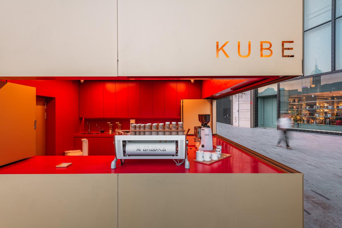 Kube is located outside Hong Kong's K11 Musea / Kevin Mak