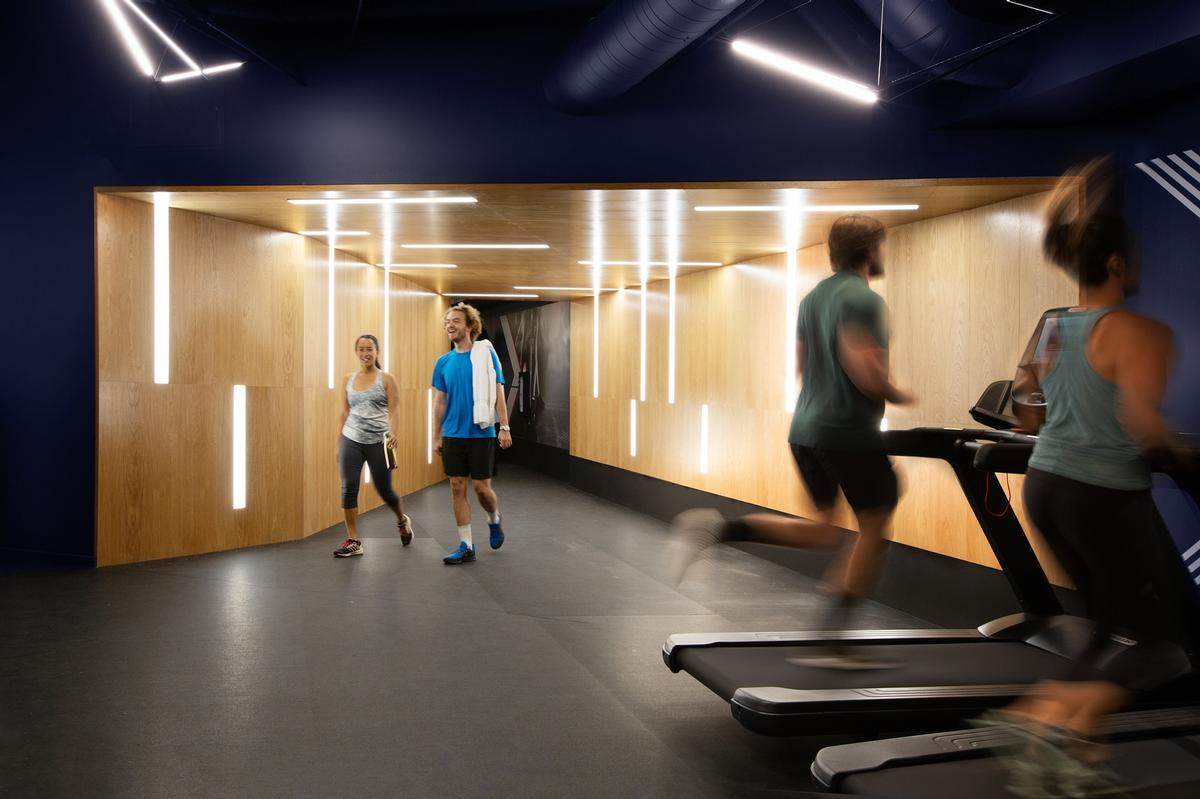 The gym features large, open work-out areas with highly-specified equipment / Rafael Soldi