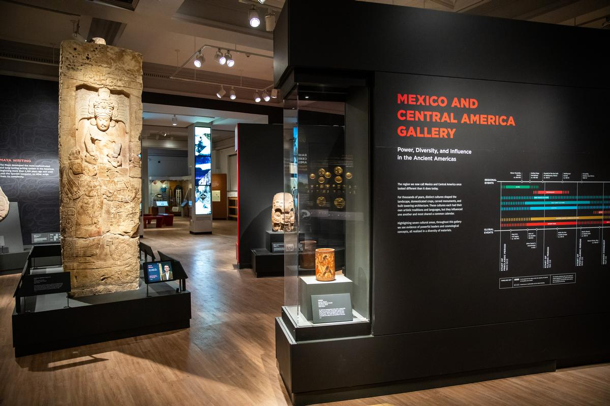 The Mexico and Central America Gallery contains 250 objects inside a 2,000sq ft space / Penn Museum / Eddy Marenco