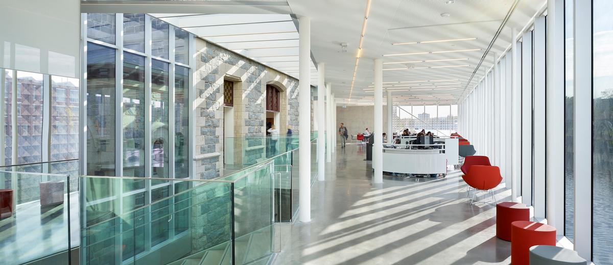 The new glazed volumes allow plenty of natural light into the building / Tom Arban