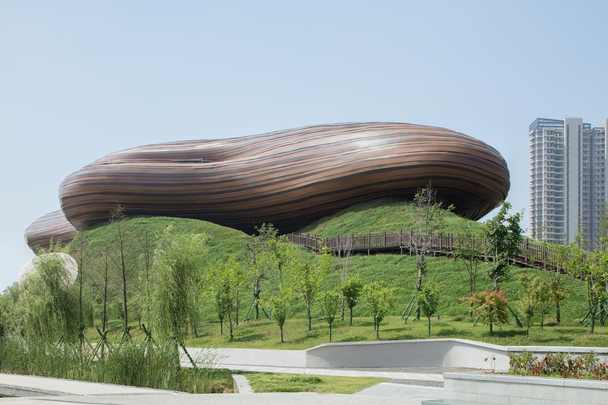 It is designed to give the appearance of floating on top of the hill / Xia Zhi