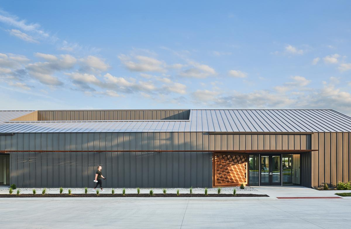 The centre is clad in a metal-panelled exterior / Hufft