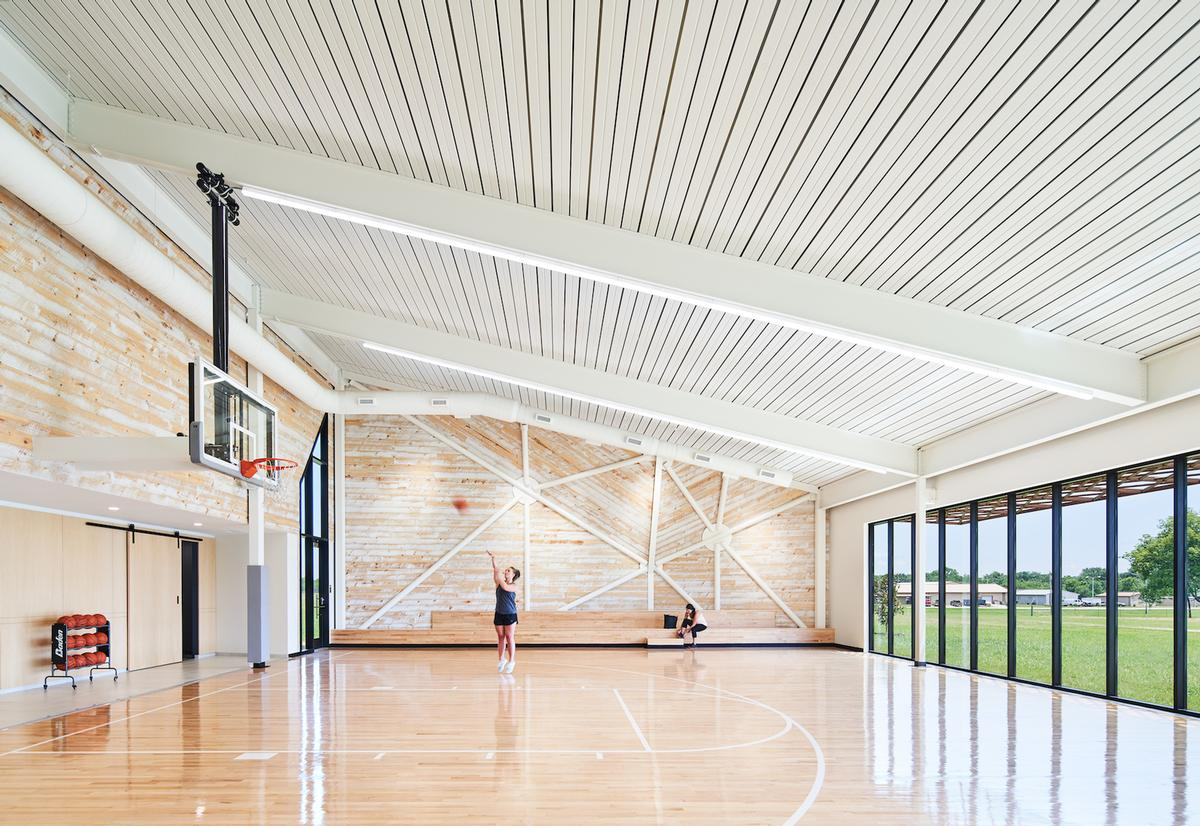 The centre has a half basketball court as well as a gym / Hufft