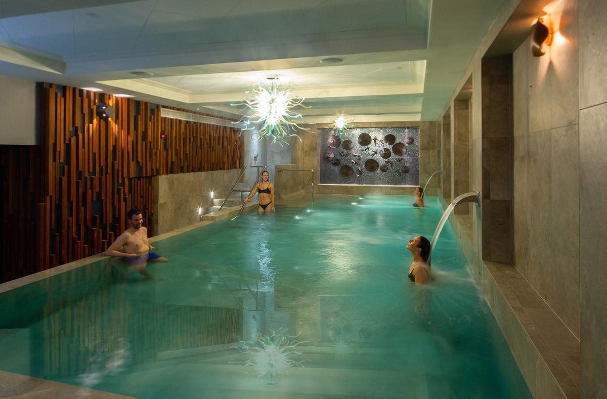 Facilities include a hydrotherapy pool, sanarium and caldarium, as well as a sauna, salt grotto, infrared cabin, aroma steamroom and experience showers.